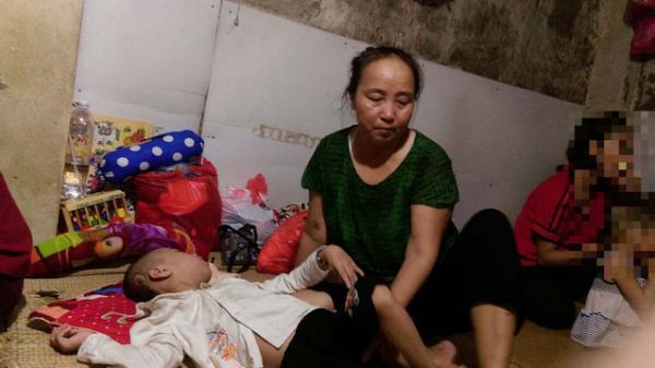 Bật khóc trước câu chuyện người phụ nữ 61 tuổi nuôi con người khác 11 năm!