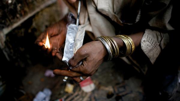 Tạm giữ đối tượng quê Bắc Ninh đang đi chữa bệnh bắt buộc vẫn tiếp tục mua bán heroin