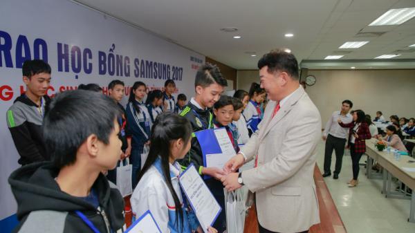 Học sinh THCS và THPT Bắc Ninh cùng 2 tỉnh được tặng học bổng 600 triệu