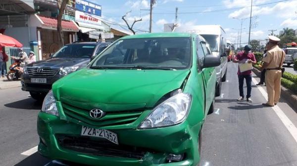 3 ô tô tông liên hoàn trên quốc lộ hướng đi từ tỉnh Tiền Giang về tỉnh Bến Tre, nhiều hành khách hoảng loạn