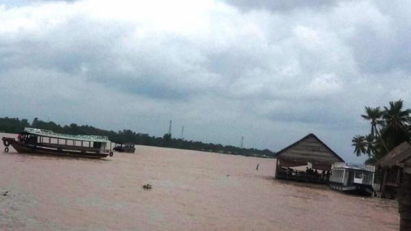 Mô tô nước mất lái lao mạnh vào tàu du lịch trên sông ở miền Tây, một người tử vong tại chỗ