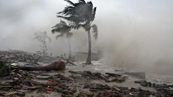 Bão số 15 suy yếu, bão Tembin giật cấp 13 đang tiếp tục mạnh thêm