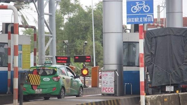 Xế hộp' cố thủ tại trạm BOT Nam Bình Định yêu cầu 'đi đến đâu tính tiền đến đó'
