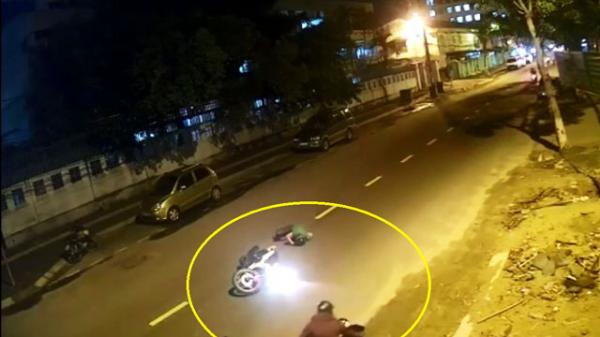Đà Nẵng: Sang đường không xi nhan, đôi nam nữ bị tông cực mạnh