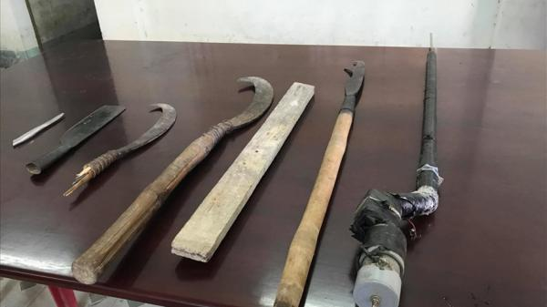 Khánh Hòa: Mang súng tự chế đi đòi tiền bảo kê người bán hàng rong