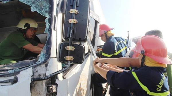 Kinh hãi: Sắt công trình đâm xuyên ô tô, tài xế tử vong ở Đà Nẵng