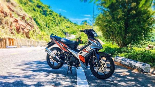 """Exciter 135 độ """"đi lùi thời đại"""" trên đất Việt của biker Đà Nẵng"""