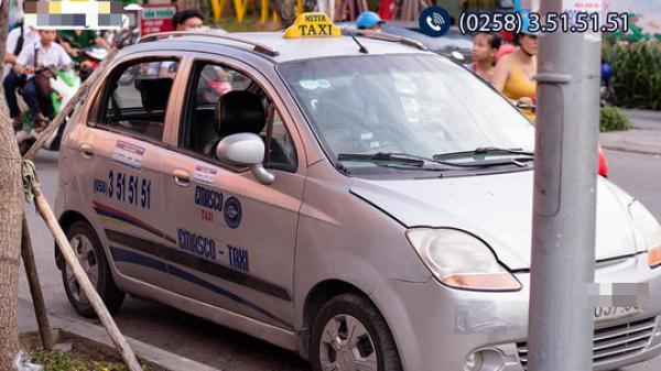 Một tài xế taxi hãng Emasco Nha Trang bị tố 'chặt chém' khách nước ngoài