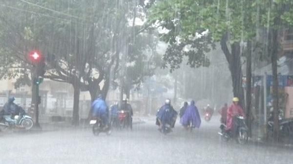 Áp thấp nhiệt đới mới hình thành, bão Pakhar giật cấp 11 tiến sát Biển Đông