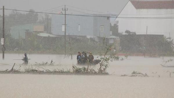 Nước lũ ở Bình Định bất ngờ cao chưa từng có trong 20 năm
