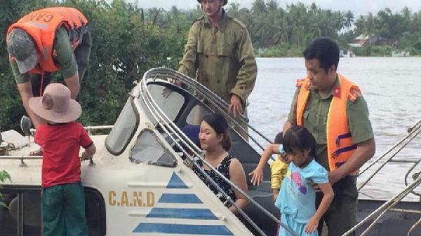 Mưa to cộng với việc xả lũ gây lũ lụt lớn tại Bình Định