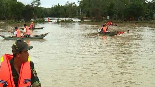 Bà bầu 6 tháng cùng chồng tử nạn trong dòng nước lũ ở Bình Định
