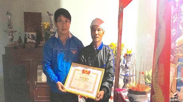 Bình Định: Truy tặng bằng khen cho thanh niên tử vong khi khắc phục hậu quả lũ lụt