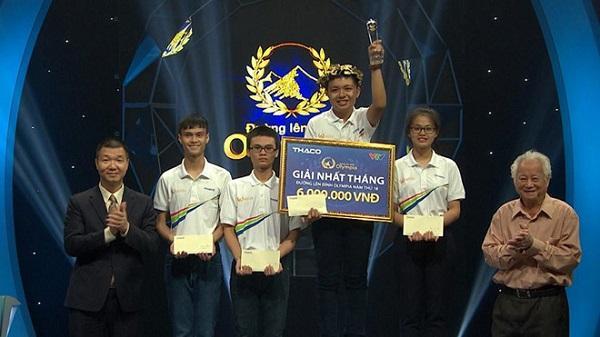 10X  Bình Định xúc động lần đầu đội vòng nguyệt quế sau 2 cuộc thi Olympia