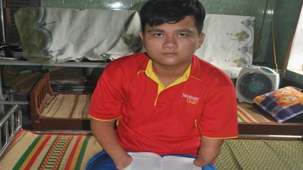 Bình Định: Cậu bé mồ côi, cụt tứ chi thành sinh viên đại học