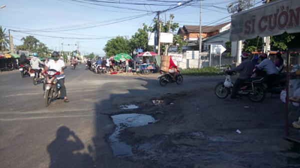 """Bình Thuận: Ổ voi """"bẫy"""" người đi đường tại ngã ba Trần Quý Cáp - Âu Cơ"""