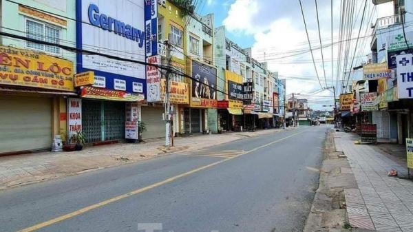 Phố phường Bình Dương vắng tanh trong ngày đầu giãn cách xã hội