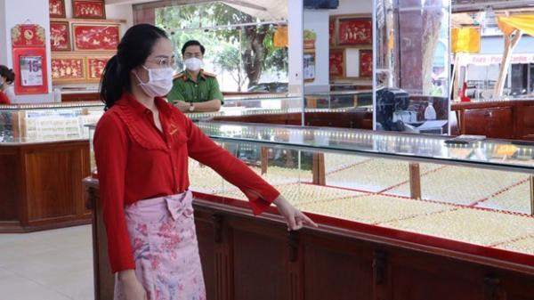 Nữ nhân viên tiệm vàng trộm 2.380 chiếc nhẫn đem đi bán
