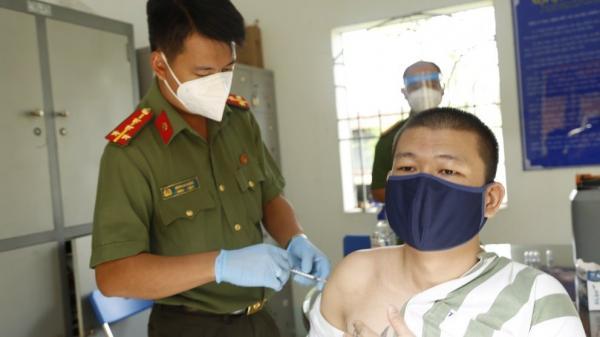 Bình Dương: Tổ chức tiêm vắc-xin phòng Covid-19 cho can phạm, phạm nhân