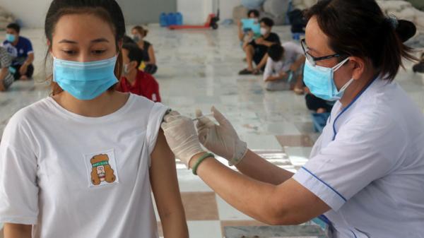 Bình Dương tiêm vắc xin cho học sinh từ 12 đến 18 tuổi cả thường trú và tạm trú