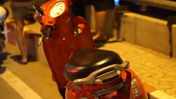 Cô gái bỏ xe máy trên cầu, nhảy sông Sài Gòn mất tích
