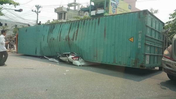 Những điều cần biết khi đi gần xe container, xe tải