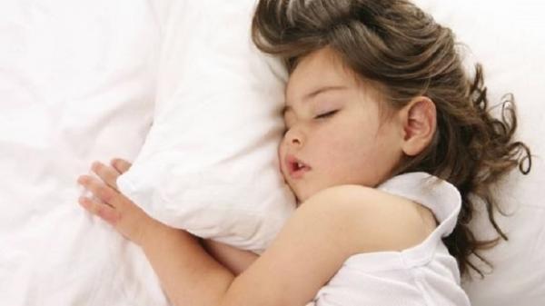Nắng nóng đến mấy bé vẫn ngủ ngon nếu mẹ biết những mẹo này