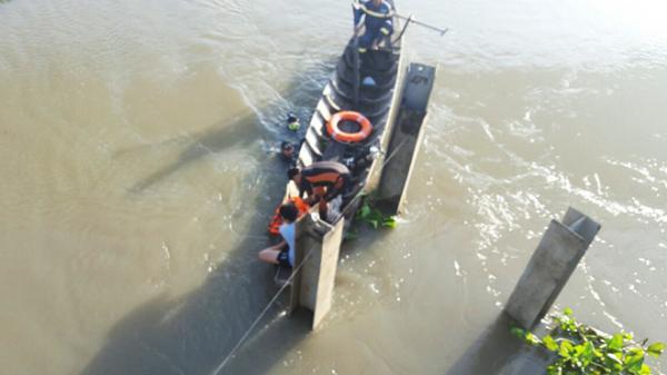 Bình Dương: Thanh niên để lại xe máy, cuốn nhật ký trên cầu rồi nhảy xuống sông