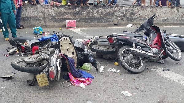"""Từ tai nạn thảm khốc ở Long An: Tiến sĩ cho rằng """"Lỗi tại xe máy""""?"""