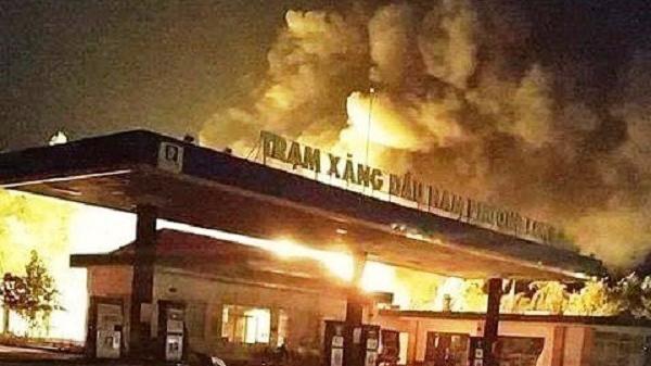 Đồng Nai: Cây xăng bốc cháy dữ dội trong đêm