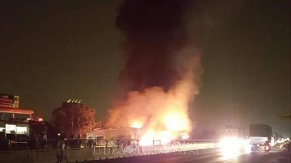 Bình Thuận: Xe khách bốc cháy dữ dội, hơn 50 hành khách bỏ chạy tán loạn