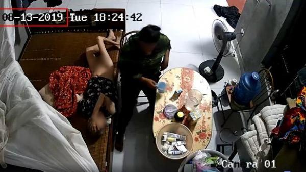 Clip: Cụ bà nằm liệt giường bị người giúp việc bóp mồm đổ sữa, đánh, tát dã man như kẻ thù ở Ninh Bình