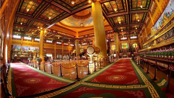 Khám phá ngôi đền dát vàng ở Việt Nam