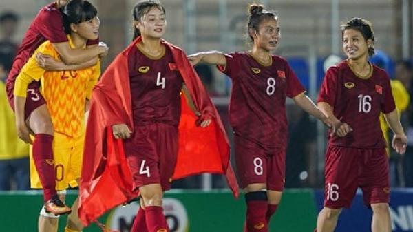 Trong khi triệu con tim hướng về bóng đá nam, đội tuyển nữ Việt Nam âm thầm vào chung kết