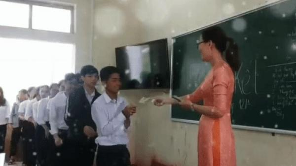Cô giáo của năm là đây: Bắt tay, chúc Tết, lì xì mỗi học sinh 500.000 đồng