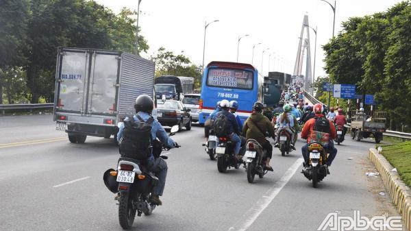 Giao thông ngày giáp tết ở Tiền Giang: Phương tiện đông nhưng không xảy ra ùn tắc