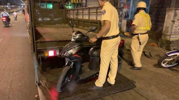 Bị cướp giật trên đường về quê ăn Tết, nạn nhân được CSGT hộ tống về tận phòng trọ