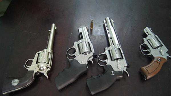 Tăng cường đấu tranh với hoạt động mua bán vũ khí thô sơ, súng tự chế