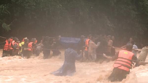 Hành trình băng rừng, vượt suối đưa thi thể Đại úy Công an hy sinh khi cứu người dân bị nước lũ cuốn về đất mẹ