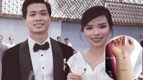 Đi đám cưới Công Phượng - Viên Minh, hội chị em thân thiết còn được cô dâu tặng lắc vàng khắc tên cực xịn