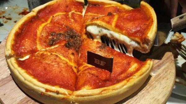 Đánh chén no căng pizza ngon miễn chê tại Cowboy Jack's - American Dining Bình Dương