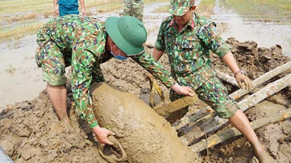 Tháo gỡ bom mìn tại Đức Linh và Hàm Thuận Nam