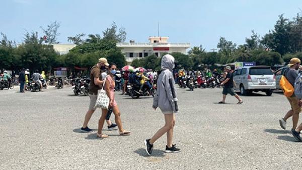 Khách sạn, homestay Phú Quý kín phòng mùa du lịch