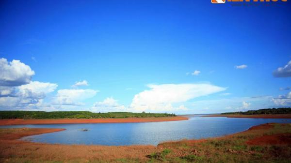 Ngắm vẻ đẹp như mơ của hồ Thác Mơ