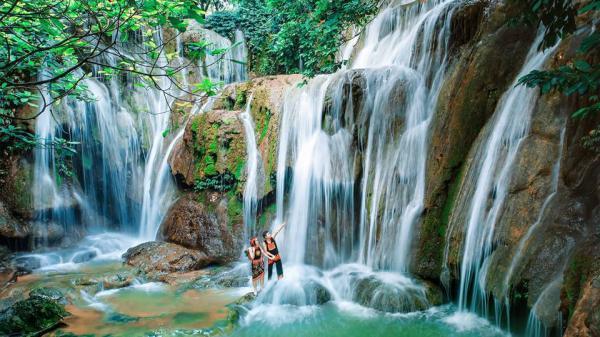 'Đưa nhau đi trốn' ở thác Voi hoang sơ và thơ mộng nhất tỉnh Bình Phước!