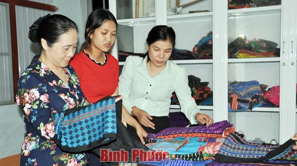Bình Phước: Để nghề dệt thổ cẩm không mai một