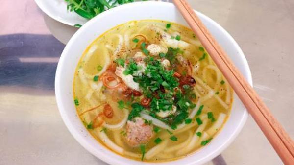 Bánh canh cá lóc bình dân ngon ngất ngây ở Bình Phước