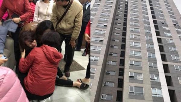 Cha mẹ bé gái 4 tuổi rơi từ tầng 25 chung cư xuống đất t.ử v.ong sốc nặng vì mất con: 'Cho em gặp con, con còn chưa ăn uống gì'