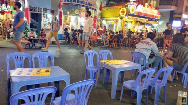 Khẩn: TP.HCM yêu cầu bệnh viện, người bán thức ăn đường phố không tổ chức phục vụ khách ăn uống tại chỗ