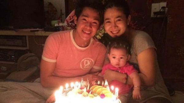 Bức ảnh gia đình hạnh phúc hiếm hoi chưa từng được tiết lộ của Phùng Ngọc Huy và Mai Phương